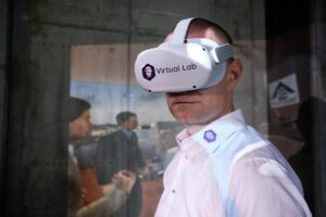 Účastníci hackathonu si odpočinou u virtuální reality